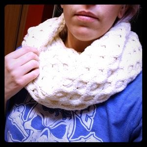 Accessories - White knitted Infinity scarf
